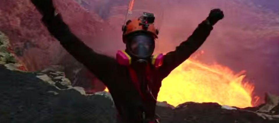 Aventureros hacen rapel en volcán activo - Foto de YouTube