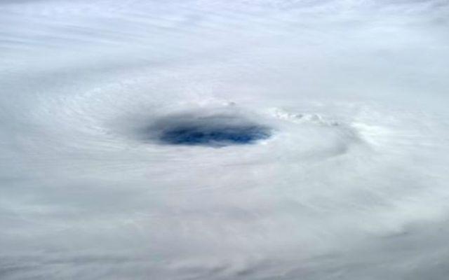 Huracán Edouard ya es categoría 3 - Foto de @Astro_Alex