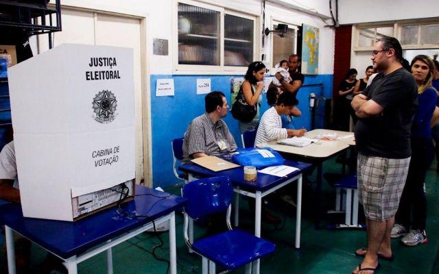 Fallas en urnas retrasan cierre de elecciones brasileñas - Foto de Notimex