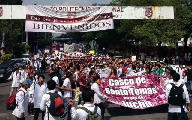 Estudiantes del IPN llegan a SEGOB - Foto de Reforma