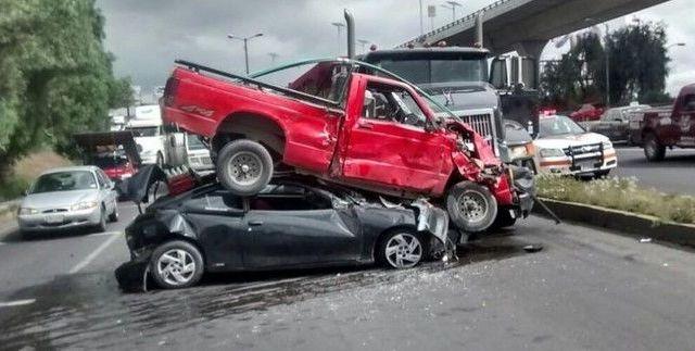 Choque de 4 vehículos deja 3 heridos en Periférico Norte - Foto de @TlalneTransito