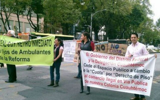 Exigen al GDF el retiro de la Plaza de Comercio Informal - Foto de @soycuauhtemoc