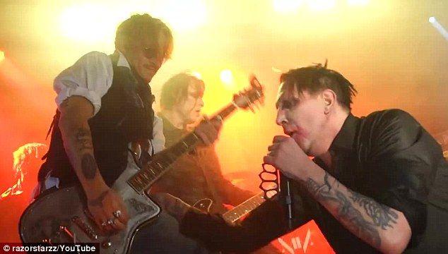 Johnny Depp y Marilyn Manson hacen mancuerna en concierto - Foto de Daily Mail