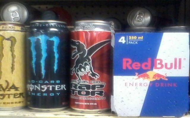 Hallan relación de bebidas energéticas con desórdenes alimentarios - Foto de www.pensamientos2011.wordpress.com