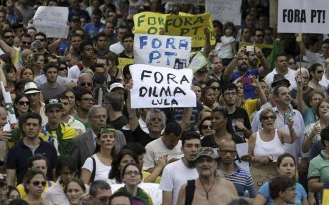 Miles marchan en Brasil para protestar contra Rousseff - Foto de Diario Correo