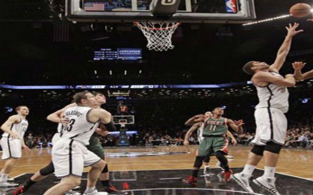 Bucks superan a Nets en 3 tiempos extra - Foto de AP