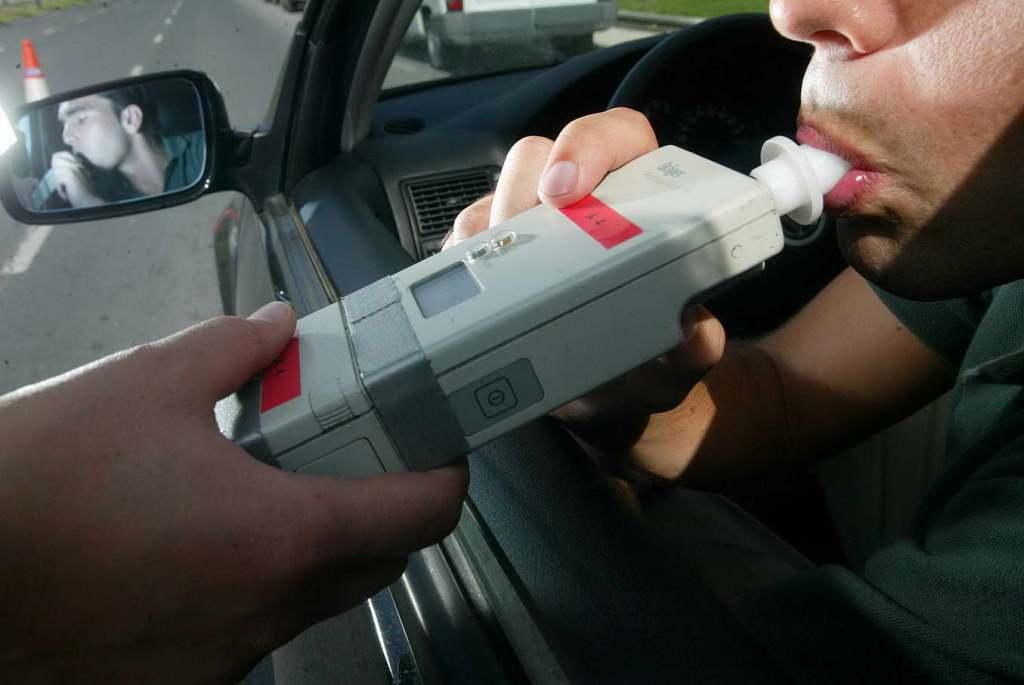 Reprueban el alcoholímetro decembrino 82 conductores - Internet