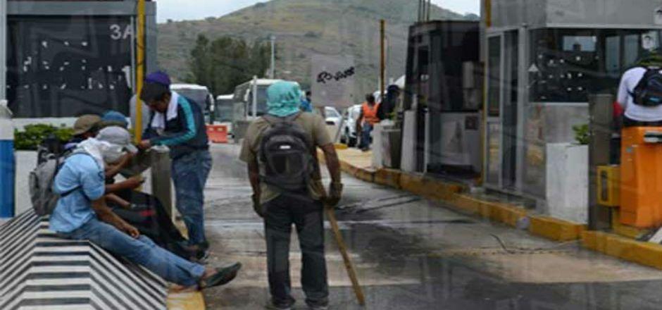 Toman caseta de la Autopista del Sol - Foto de Novedades Acapulco