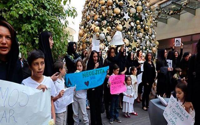 Protestan por normalistas en Antara - Foto de Reforma