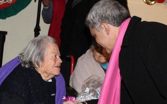 Mancera visita a adultos mayores en Nochebuena - Foto de @ManceraMiguelMx