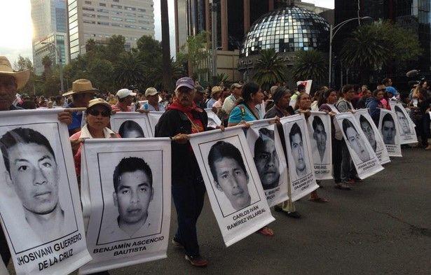 Padres de normalistas piden más líneas de investigación - Foto de @almaldo2