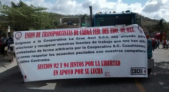 Mototaxis bloquean carreteras en el Istmo - Bloqueo en el Istmo, Oaxaca
