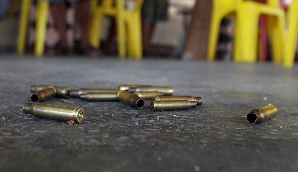 Acribillan a jefe de autodefensas de Huetamo - BRA03. RÍO DE JANEIRO (BRASIL), 03/05/07.- Varios casquillos de fusil en el suelo después de un enfrentamiento de la policía del Estado de Río de Janeiro con supuestos narcotraficantes, hoy, 3 de mayo de 2007, en la favela Vila Cruzeiro de la cuidad de Río de Janeiro. EFE/ Antonio Lacerda
