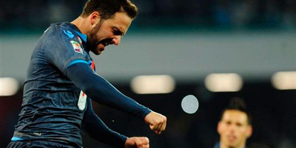 Higuaín le da el triunfo al Napoli - Gonzalo Higuaín marcó dos goles en la victoria del Napoli ante el Genoa