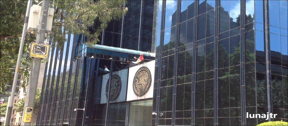 PGR apelará liberación de presuntos responsables de granadas en Morelia - Edificio de la PGR en Reforma