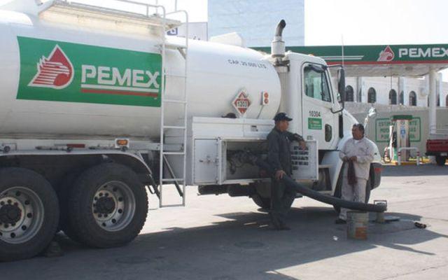 Pemex anuncia reabastecimiento de combustible - Foto de oronegro.mx