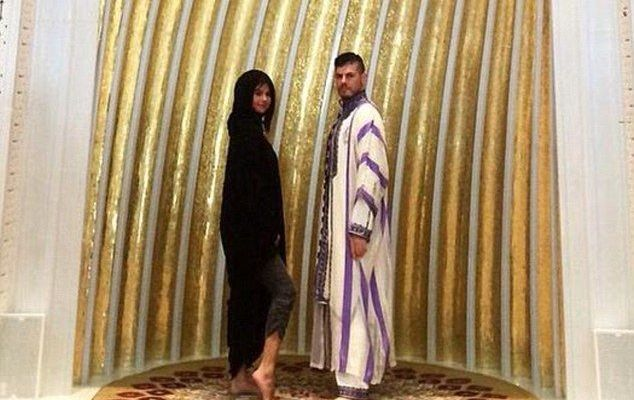 Ofende tobillo de Selena Gómez a musulmanes - Foto de Daily Mail