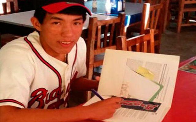 Lanzador mexicano firma con Bravos de Atlanta - Carlos Arturo López firmó con Bravos de Atlanta