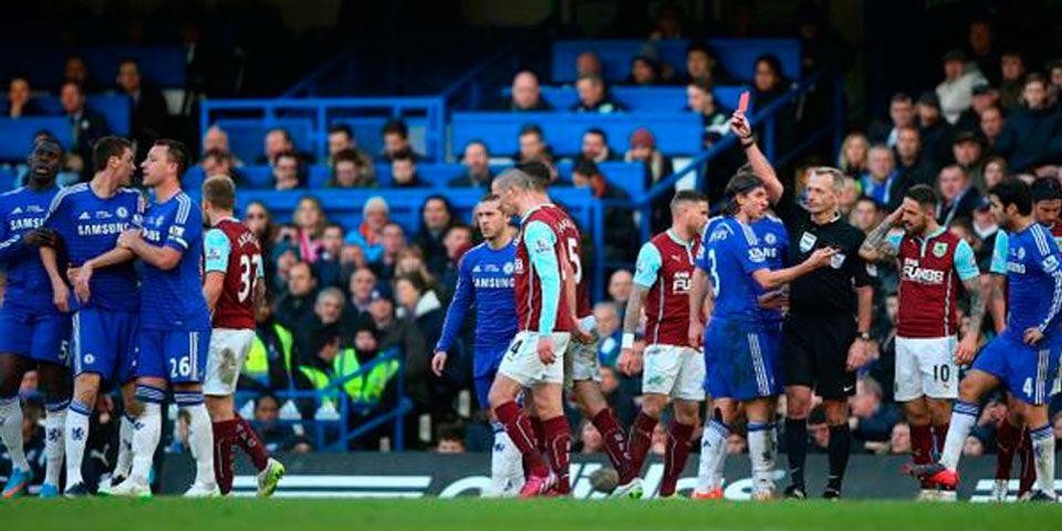 Polémica arbitral en empate de Chelsea y Burnley - Polémica arbitral en empate de Chelsea y Burnley