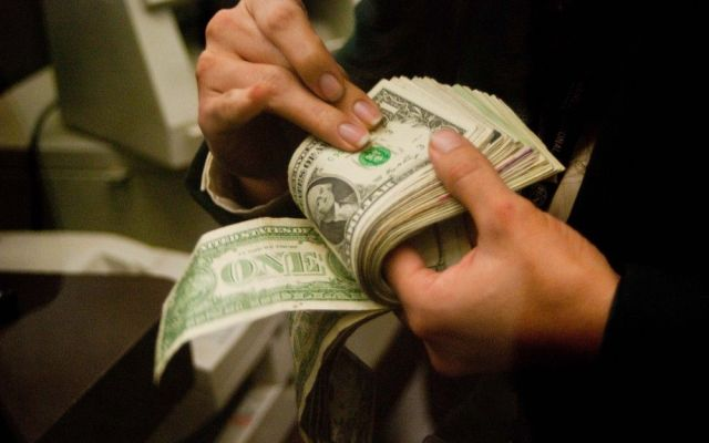 Dólar cierra en 15.22 pesos - Dólar cierra en 15.22 pesos