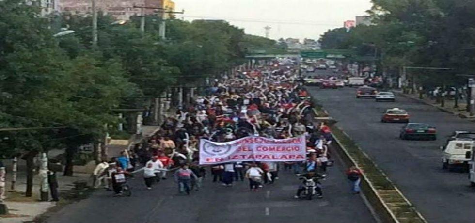 Comerciantes de Iztapalapa demandan seguridad - Bloqueo en Ermita Iztapalapa