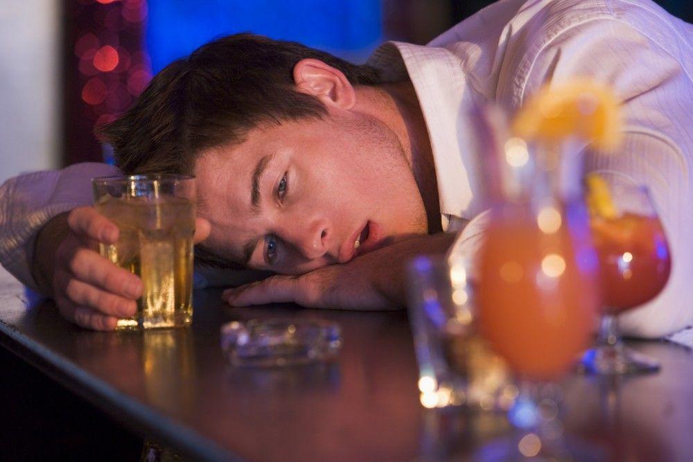 Disminuye a 12.6 años de edad el consumo de alcohol en jóvenes