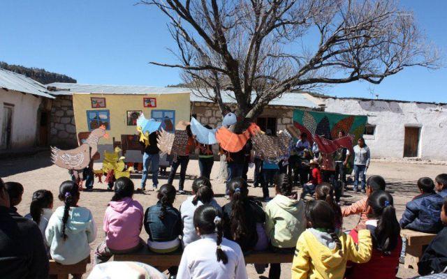 Educadora rarámuri gana premio Chihuahuense Destacada 2015