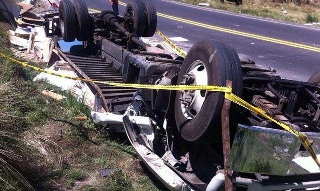 Un muerto por accidente en carretera Naucalpan-Toluca - Volcadura en la carretera Naucalpan-Toluca