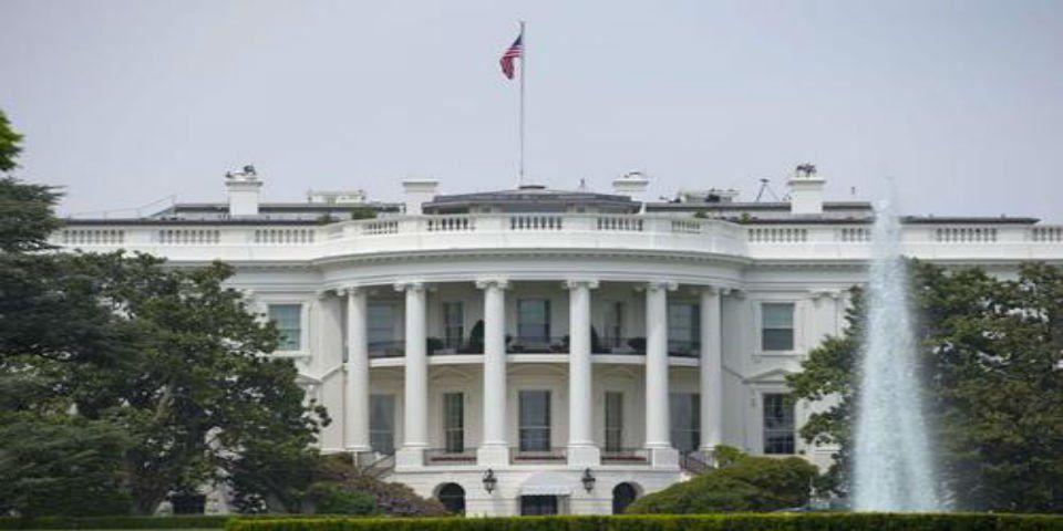 Demandan al gobierno de Trump por revisión de celulares en fronteras - Casa Blanca