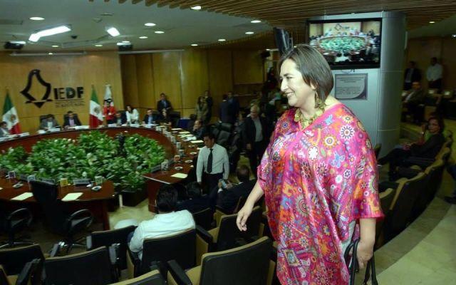 Xochitl Gálvez no violó ley electoral por entrevistas: TEPJF - Xóchitl Gálvez denuncia a Romo ante el IEDF. Foto de Reforma