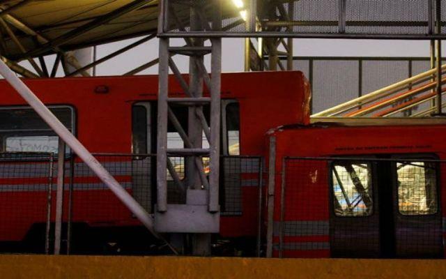Choque en estación Oceanía dejó 3 vagones inutilizables - Foto de El Universal.