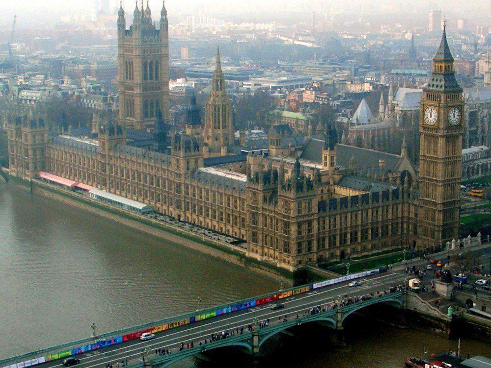 Conservadores obtendrían mayoría en Parlamento Británico - Londres