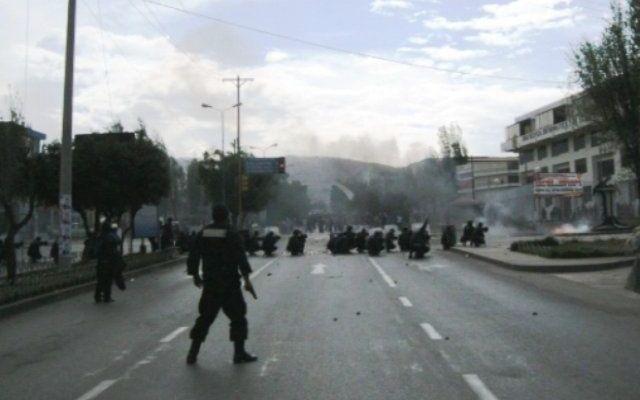 Perú decreta emergencia por protestas contra Grupo México - Foto con RRPP