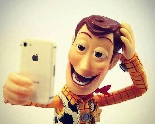 ¿Por qué salen distorsionados los rostros en las selfies? - Foto de yeux.com.mx