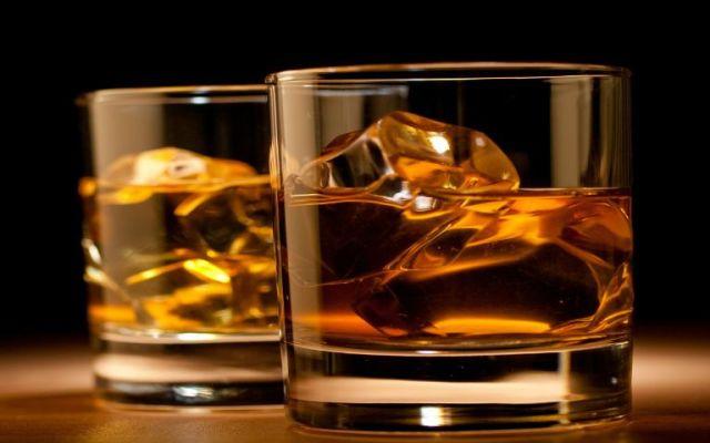 ¿Qué pasa cuando el whisky se mezcla con agua? - Foto de Banda de Gaitas.
