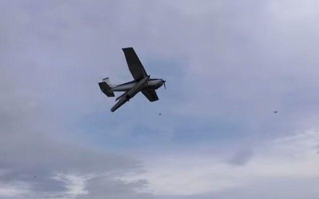 Dos muertos por accidente de avión tipo Cessna en Edomex - Foto de YouTube