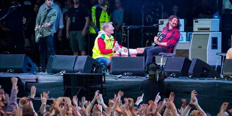 Dave Grohl termina concierto pese a romperse la pierna - Foto de Rockfoto