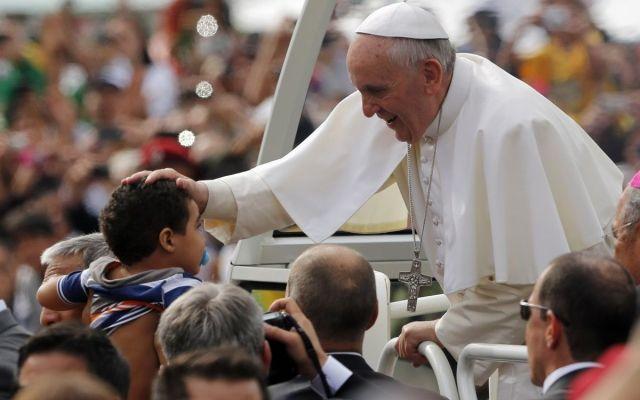 Papa Francisco aprueba juzgar a obispos que encubran a curas pedófilos
