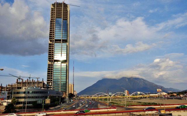 Suspenderán suministro de agua en municipios de Nuevo León - Torre Pabellón Monterrey, rascacielos más alto de la ciudad superando la Torre Administrativa