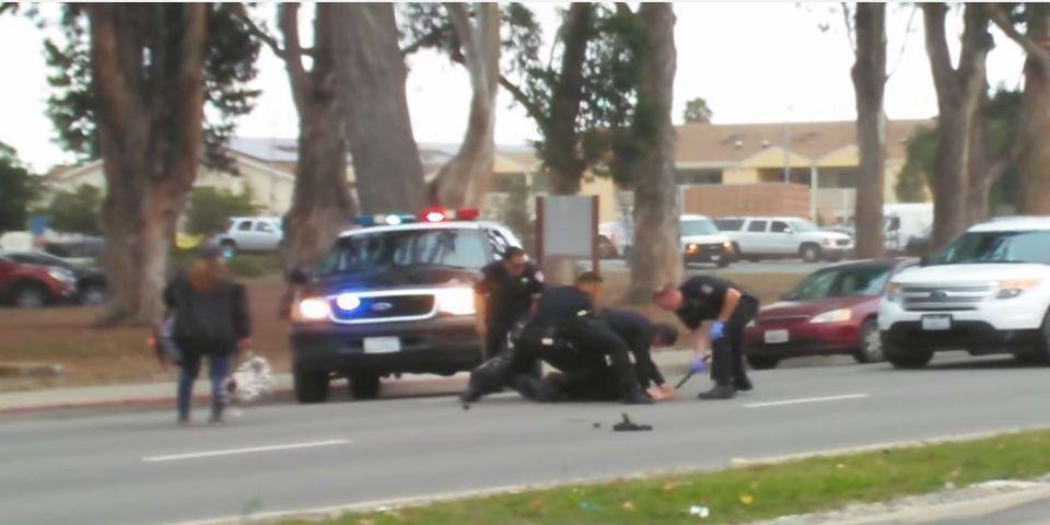 Detienen con violencia a un hispano en California - Foto de YouTube.