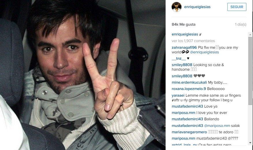 Enrique Iglesias muestra mano tras accidente - Foto de Instagram