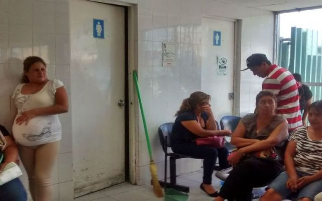 Tuvo que dar a luz en el baño por falta de atención - Foto de El Siglo de Torreón.