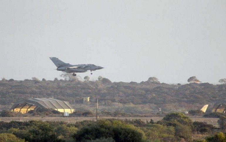 Caen misiles de avión de combate británico al aterrizar en Chipre