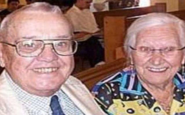 Mueren abrazados tras más de 70 años de matrimonio - Foto de Clarín