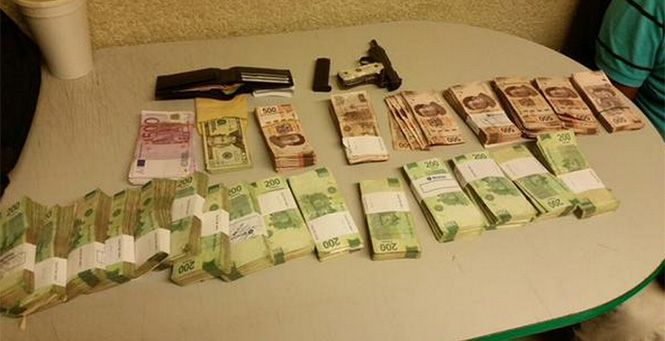 Detienen a tres por robar 1 mdp a cuentahabientes - Foto de Excélsior.