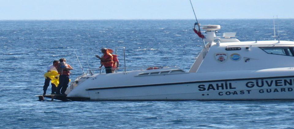 Rescatan a bebé en el Mar Egeo - Foto de The Telegraph