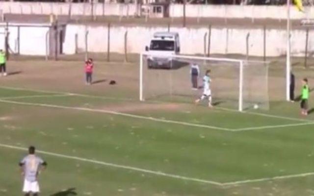 El autogol del año en Argentina - Foto de YouTube.