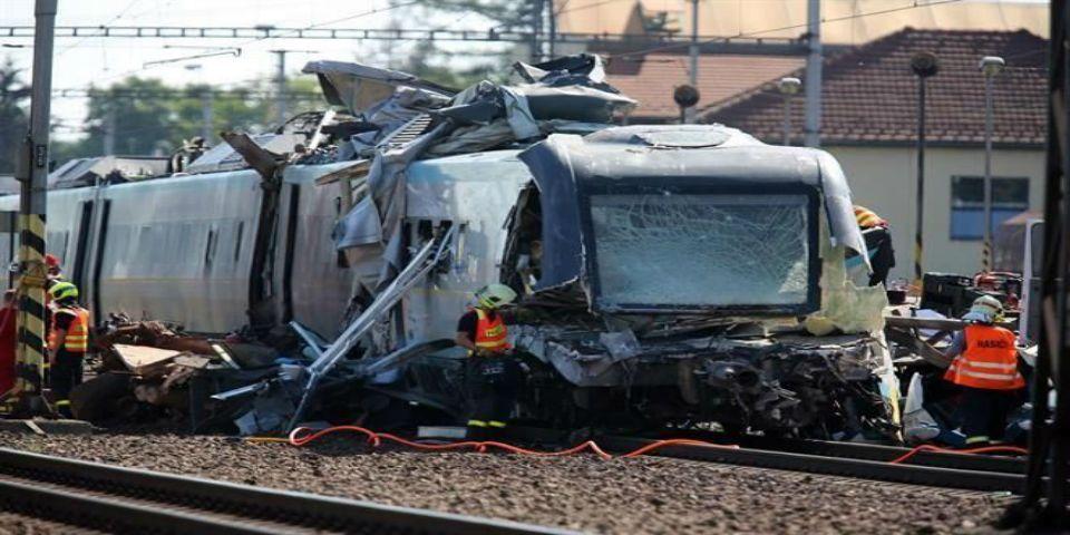 Accidente de tren en Rep. Checa deja dos muertos - Foto de AP.