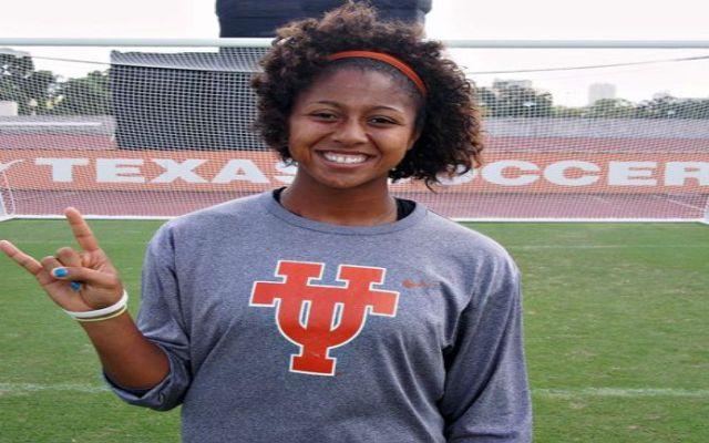 Video: portera despeja y anota gol - Foto de Daily Texas Online
