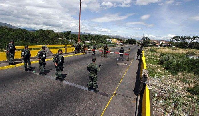 Cierran frontera entre Colombia y Venezuela por ataque armado - Foto de @ManuelBelgranoV